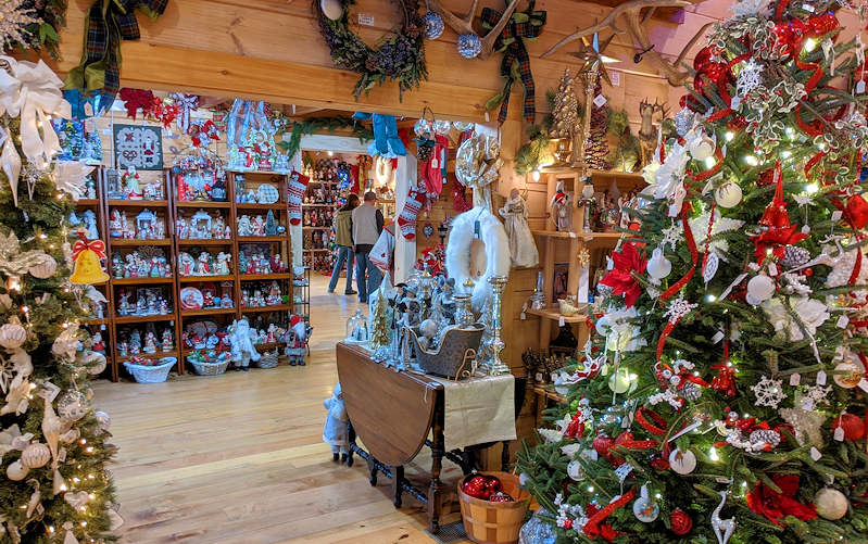 Snowy Mountain Christmas Store