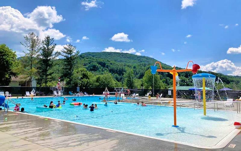 Dive-In Swimming Pool, Near Sugar Mountain